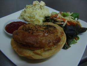 I Make The Pies! Traditional Meal Idea - NZ steak Pie Food Delivery - Jakarta