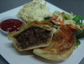 I Make The Pies! 160gm Delux Pie Meal - NZ steak Pie Food Delivery - Jakarta